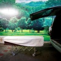 ΑΝΑΤΡΙΧΙΛΑ: Ο νεκροθάφτης που... έφερνε δουλειά στο σπίτι!