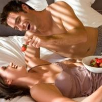 ΑΝΔΡΑΣ: 5 κόλπα για να μη γυρίσει να κοιτάξει άλλη γυναίκα!