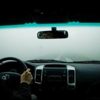 ΔΕΙΤΕ: Το κόλπο για να μην θολώνουν τα τζάμια του αυτοκινήτου... (video)